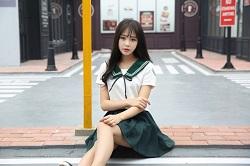 """Váy """"siêu ngắn"""" bất chấp nắng mưa: Sự thật sau đồng phục nữ sinh Nhật Bản"""