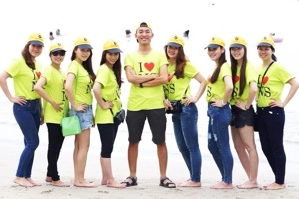 đồng phục màu vàng
