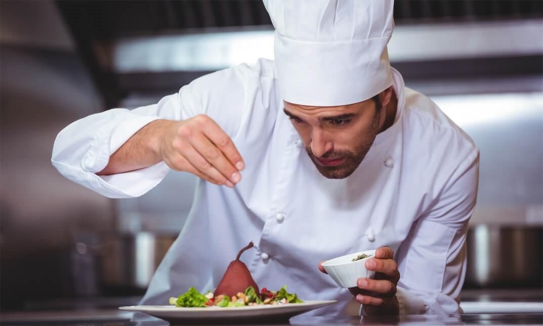 Để tôi kể bạn nghe : Câu chuyện phía sau màu trắng của áo đồng phục bếp